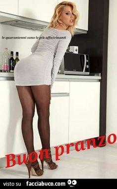 6q5gbm7pns-sexy-signorina-in-cucina-coi-collant-buon-pranzo_a.jpg (284×460)