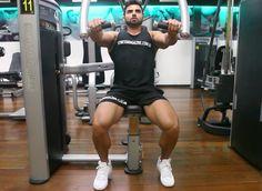 Exercício: Supino Máquina. Grupos musculares: Peitoral (fibras médias), Tríceps. Execução correta, recomendações, cuidados e mais informações