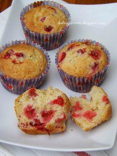 Baking Secrets: Red Currant Cupcakes / Keksiukai su raudonaisiais serbentais