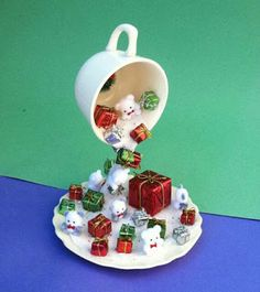 Adornos navideños con taza flotante