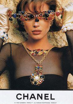 "the-original-supermodels: ""Chanel A/W 1991 Christy Turlington by Karl Lagerfeld "" Christy Turlington, Chanel Vintage, Vintage Paris, Jewelry Ads, Vintage Jewelry, Fashion Jewelry, Jewelry 2014, Big Jewelry, Silver Jewellery"