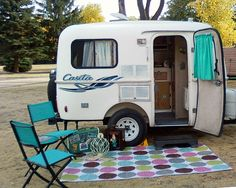 Casita Patriot Deluxe >> How CUTE is this little camper?!