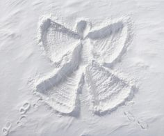 Engler i sneen har sin egen sang Angel Aesthetic, White Aesthetic, Entertaining Angels, I Love Snow, Poem A Day, Snow Angels, Snowy Day, Shades Of White, Winter Activities