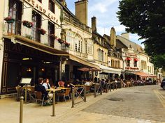 Beaune, in the heart of Burgundy's famous vineyards, Pommard, Corton-Charlemagne, Romanée-Conti, Meursault, Santenay and Savigny-les-Beaune bring a twinkle to the eyes of wine lovers; Beaune is famous for the Hospice de Beaune (Hôtel-Dieu). Wine tasting, museums, leisure activities, Wine Auction, cellars, restaurants, hotels, Bed & Breakfast, holiday rental: online booking.