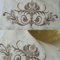 This Pin was discovered by Nes Embroidery Patterns Free, Cross Stitch Embroidery, Cross Stitch Patterns, Weaving Patterns, Knitting Patterns, Palestinian Embroidery, Swedish Weaving, Crochet Curtains, Beaded Cross