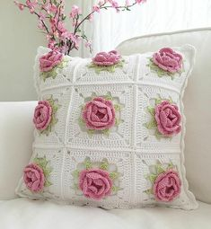 Today, we are going to discuss the most stunning single crochet patterns and designs. Single crochet patterns are such part of home interior and decor which does not require lots of hassle. Crochet Pillow Cases, Crochet Pillow Patterns Free, Crochet Cushion Cover, Crochet Cushions, Granny Square Crochet Pattern, Crochet Flower Patterns, Crochet Motif, Crochet Designs, Crochet Doilies