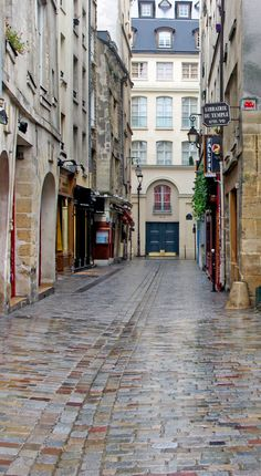 The old street of rue des Rosiers in the 4th arrondissement of Paris (also known as the Marais district). #Paris #VisitParis #Marais #RuedesRosiers