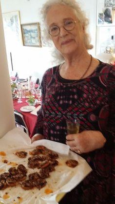 Bland det godaste tilltugg man kan få till en drink, en öl eller ett glas vin. Prova Magdalena Ribbings släktrecept från 1800-talet! Keto Holiday, Holiday Recipes, Wine Recipes, Cooking Recipes, Cheese Appetizers, Antipasto, Afternoon Tea, Grain Free, I Foods