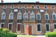 How to find cheap accommodation in Italy.