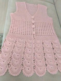 This Pin was discovered by Ley Pull Crochet, Crochet Coat, Crochet Jacket, Crochet Round, Crochet Blouse, Crochet Clothes, Crochet Thread Patterns, Crochet Vest Pattern, Crochet Patterns For Beginners
