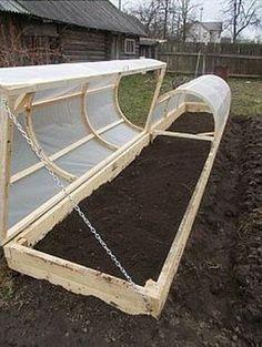 Cum sa-ti organizezi gradina de legume - Idei de padocuri din lemn Daca stii sa te organizezi , lucrul in gradina poate deveni o activitate relaxanta. Idei de plantat legume si zarzavaturi in padocuri din lemn http://ideipentrucasa.ro/cum-sa-ti-organizezi-gradina-de-legume-idei-de-padocuri-din-lemn/