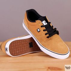 Męskie buty sportowe zamszowe na białej podeszwie DC Tonik Wheat / www.brandsplanet.pl / #dc shoes #skateboarding