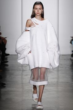Parsons MFA Spring 2016 Ready-to-Wear Collection Photos - Vogue #fashion #knitwear #white