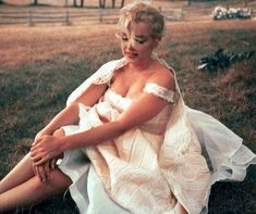 Hello and Welcome to the Marilyn Monroe Fan Site. Take a peek through the fine collection of Marilyn Monroe videos, photographs and gifs. Marilyn Monroe Gif, Norma Jean Marilyn Monroe, Joe Dimaggio, Most Beautiful Women, Beautiful People, Divas, Pin Up, Norma Jeane, Steve Mcqueen