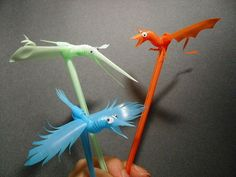 How to Make Bird Puppets from Plastic Straws. With just a few flex straws and some wobbly eyes, you can make little bird puppets. Put on a mini puppet show with them, or stick them in any drink for a playful touch! Diy Projects To Try, Crafts To Do, Crafts For Kids, Arts And Crafts, Bird Puppet, Straw Art, Straw Crafts, Classroom Art Projects, Puppet Crafts