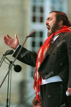 Luciano Pavarotti sings on his birthday at an open-air concert in Munich,  Germany, 12 October 2000.