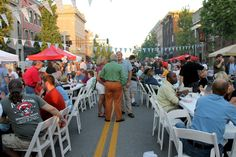 Oktoberfest in Danville, Kentucky fills Main Street downtown with delicious craft beer, food from local vendors, and live music. #danvilleky #oktoberfest
