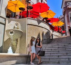 Staying stylish while traveling is hard especially when you're traveling for a long time. But sometimes when you're traveling through Beverly Hills you just have to pull out the glamour  . . . #beverlyhills #rodeodrive #glamour #fashion #louisvuitton #staircase #hollywood #california #shopping #wanderlust #explore #travel #travelblogger #thetravelingstorygirl #dametraveler #mytinyatlas #passionpassport #worldnomads #girlsvsglobe #girlslovetravel #jetsetter #globetrotter #bucketlist…