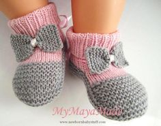 Child Knitting Patterns Pink and grey bow child booties socks measurement from Baby Knitting Patterns Supply : Rosa und grauen Bogen Baby Booties Socken Größe von by andreamichaelam Baby Knitting Patterns, Knitting For Kids, Knitting Socks, Baby Patterns, Pdf Patterns, Free Knitting, Crochet Patterns, Booties Crochet, Crochet Shoes