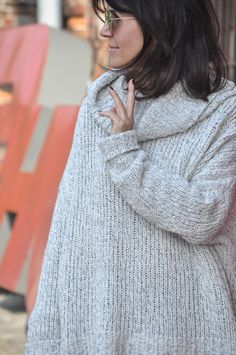 Dziś luźny, weekendowy look. Spodnie marki Le brand, wykonane z bardzo miękkiej, szarej skóry, do tego cudowny, wygodny sweter-golf z najnowszej kolekcji basic Łukasza Jemioła (cała kolekcja jest n…