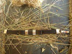 Pulsera cuero negro plano con lazo y entrepiezas