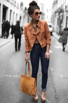 Messy bun and high-waisted jeans-keeping it casual but adding dressy jazz with towering heels and a structured jacket. Fabulous messy bun w/this street style.