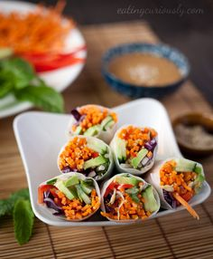 A perfect cold summer meal. Vietnamese salad rolls containing carrot, avocado, pepper, cabbage & more, with almond & lime sauce Raw Food Recipes, Asian Recipes, Vegetarian Recipes, Cooking Recipes, Healthy Recipes, Snacks Recipes, Vegetarian Vietnamese, Eating Raw, Clean Eating