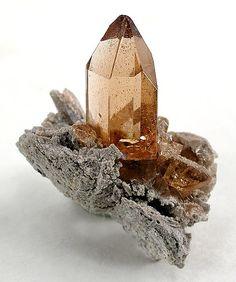 Utah Gemstones: Red Beryl (Bixbite), Topaz and Minerals And Gemstones, Rocks And Minerals, Gemstone Properties, Beautiful Rocks, Mineral Stone, Rocks And Gems, Topaz Gemstone, Stones And Crystals, Gem Stones