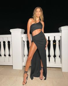 Hailey Baldwin, Fashion Models, Strapless Dress, Two Piece Skirt Set, Style Inspiration, Formal, Celebrities, Beautiful, Collection