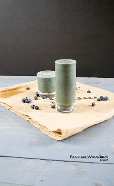This blueberry green smoothie is the perfect way to start the day. Healthy, easy to make, full of fruits, veggies, protein and heart healthy fats. Great breakfast on the go! | www.PancakeWarriors.com