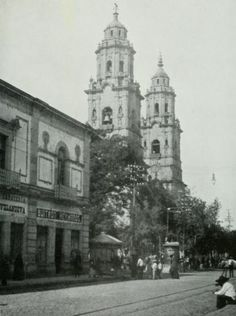 Madero Ote y Catedral.