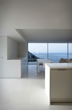 Casa del Acantilado (cliff house) is a spectacular minimalist house located high on a cliff in the city of Alicante, Spain. Designed by Fran Silvestre Arquitectos, the impressive villa stands out with its daring look, clean straight lines and stark w