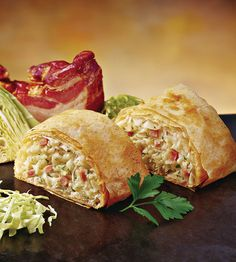 A classic in Austrian cuisine is the herb strudel. Whether with puff pastry or strudel dough – it always works. Party Finger Foods, Finger Food Appetizers, Appetizer Recipes, Easy Vanilla Cake Recipe, Easy Cake Recipes, Austrian Cuisine, Pizza Snacks, Hungarian Recipes, Food Porn