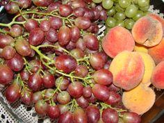 Winogrona i brzoskwinie