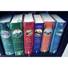 Ich habe heute Funkos vorbestellt 6 Stück fuer 56 von Sailor Moon leider kommen die erst so gegen Juli aber die Funkos sind ein Traum. Nächsten Monat werde ich mir welche von Harry Potter und meiner Lieblingsserie the walking dead kaufen. #Leseliebe#books#read #instagood#author #bestoftheday#bookworm#readinglist #photooftheday#story#literate#stories #text #picoftheday#bücherliebe#bookholiker #roman#love#bücher#lesen#buch#bookstagram#bücherregal#buchempfehlung#igreads#bookseries#video by…