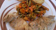 Platos combinados churrasquitos de pollo en salsa con menestra de verdura
