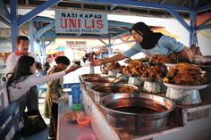 The mouthwatering display of nasi Kapau or Kapau's cuisine, a sub-division of Indonesia's famous Padang Food, is surely matched with its authentic deliciousness.