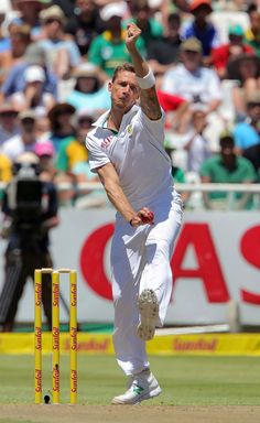 Dale Steyn (SA) bowled Bracewell for his 300th Test wikt, v New Zealand, 1st Test, Cape Town, day 1, 01-02-13