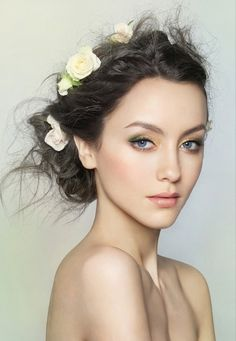 With touch of green* love this makeup.  Id love it more with deep red lips.