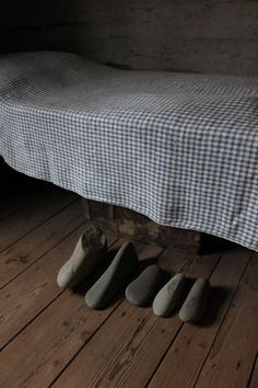 Cold Feet Under the Blanket, 2010 (stones from the Arctic Ocean, museum interior)