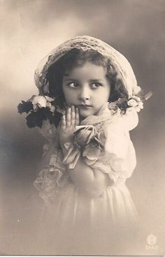Vintage Postcard ~ I find this beautiful Vintage Abbildungen, Album Vintage, Images Vintage, Vintage Ephemera, Vintage Girls, Vintage Pictures, Vintage Beauty, Old Pictures, Vintage Postcards