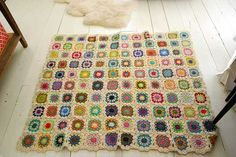 After getting a glimpse of the cute granny square afghan in this post, several of you exclaimed over it, and mschatelaine asked Ohdeedoh for a how-to. To be honest, we don't even know how to crochet (though we do knit... slowly), so we hunted online for the most detailed granny square tutorial we could find...