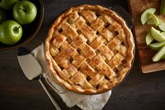 Check out these classic apple pie recipes and enjoy the flavors of fall. Here's how to make the best homemade apple pie from scratch for Thanksgiving! Low Fat Apple Pie Recipe, Apple Pie Recipes, Candy Recipes, Watermelon Recipes, Brunch Recipes, Favorite Recipes, Snacks, Baking, Eat