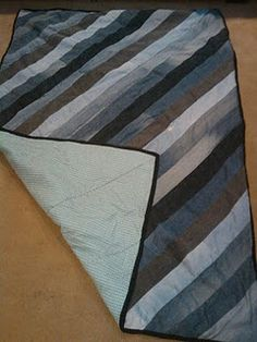 Awesome denim quilt, blanket, comforter, bedding. Made by my brother.  =) - Diy, sewing, remake, reuse, recycle, upcycle, how to make, tutorials, patterns, technique, fabric, material, old jeans, denim, easy, mending, scraps, patchwork