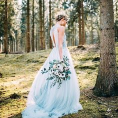 När vi ändå är inne på hösttemat så vill jag uppmana er brudpar att gå ut i skogen och fota nu när löven skiftar i fantastiska färger! #weddinginspo #bröllopsinspiration #weddingdress #brudklänning #weddingphoto #bröllopsfoto