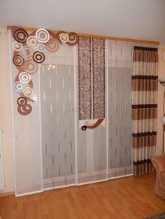 Formschöner Wohnzimmer Schiebevorhang mit Kreiselement in verschiedenen Brauntönen - http://www.gardinen-deko.de/formschoener-wohnzimmer-schiebevorhang-mit-kreiselement-verschiedenen-brauntoenen/