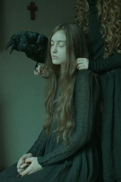 Laura Makabresku is a photographer and visual artist from Poland. Her work expresses the tragedy and beauty of myths and fairy tales. Dark Beauty, Beauty Art, Laura Makabresku, Foto Portrait, Photo Libre, Southern Gothic, Witch Aesthetic, Gothic Aesthetic, Dark Photography
