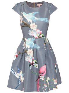Shop the hottest prom dresses: Ted Baker $475 http://en.louloumagazine.com/shopping/shopping-galleries/shop-the-hottest-prom-dresses-2/ / Les plus belles robes pour le bal des finissants: Ted Baker 475 $ http://fr.louloumagazine.com/bal-de-finissant/les-plus-belles-robes-pour-le-bal-des-finissants-2/