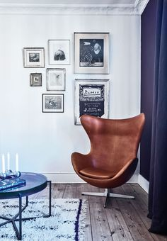 The Egg in brown leather designed by Arne Jacobsen.