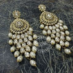 Shop for traditional Indian and Mughal Jewelery Indian Jewelry Earrings, Antique Earrings, Cute Jewelry, Unique Jewelry, Jewelery, Gold Jewellery, Antique Jewellery Designs, Jewelry Design, Traditional Earrings